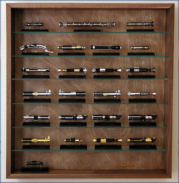 """Les """"grandes"""" collections Star Wars - Page 5 SaberShelf_001"""