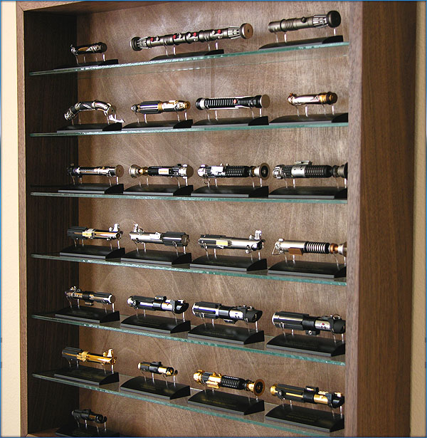 """Les """"grandes"""" collections Star Wars - Page 5 SaberShelf_002"""